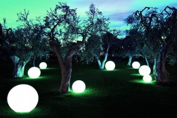 LED beleuchtete Dekokugel Balux in italienischem Design versch. Größen