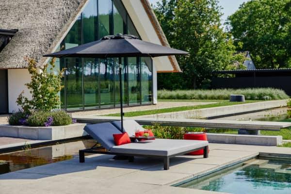 Aluminium Doppel Sonnenliege Eva mit Schirm Hellgrau bei Gartenmode