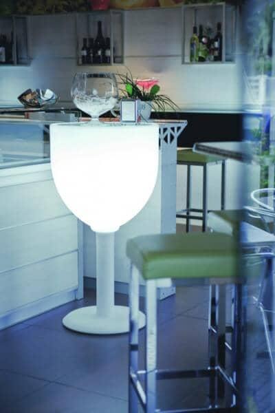 Beleuchteter Stehtisch Wine in italienischem Design